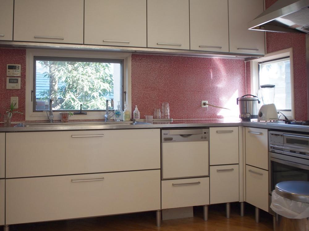 キッチン。左側にパントリーが続きます
