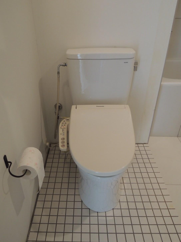 トイレは浴室と段差で繋がる