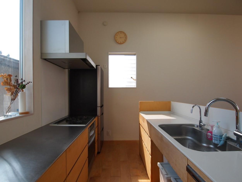 南に窓のある広々としたキッチン