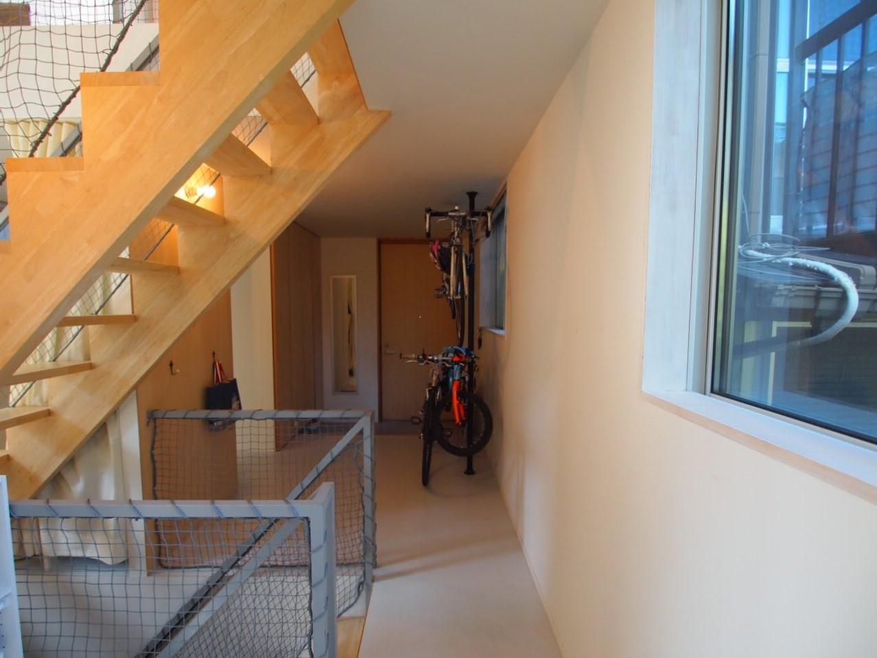 地下への階段、2階への階段