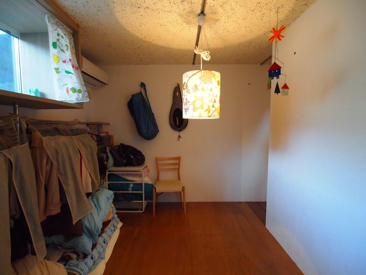 地下の部屋は漆喰の壁で仕上げ