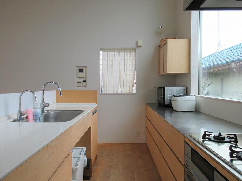 キッチンは2人で作業しても余裕のある広さ