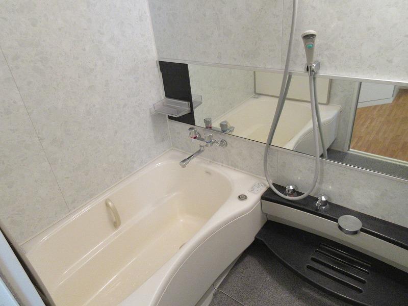 浴室も清潔感あり