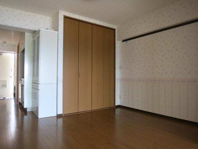 中は一般的なマンションの内装です。