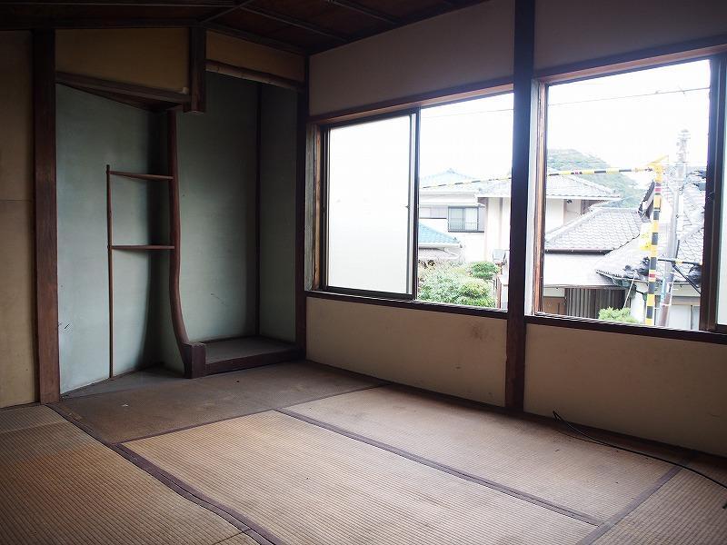 2階は6畳に床(とこ)