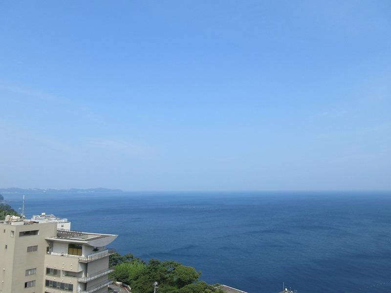 屋上からは熱海の海