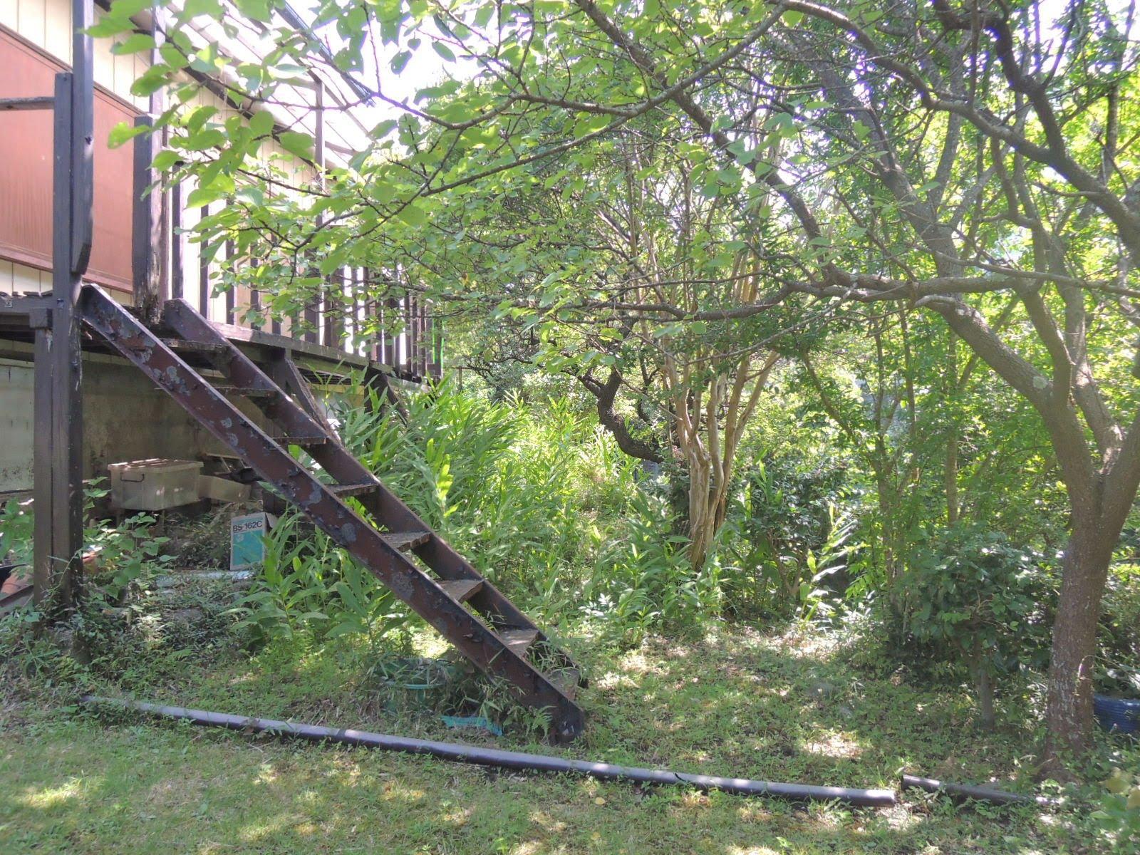 ベランダと庭をつなぐ階段