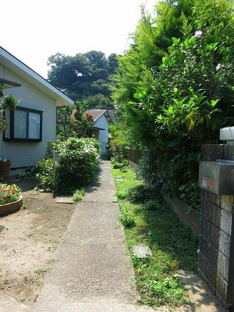玄関口への敷地は、今後調整される予定有。