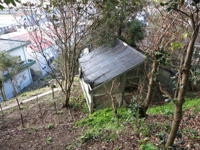 謎の小屋2棟あります
