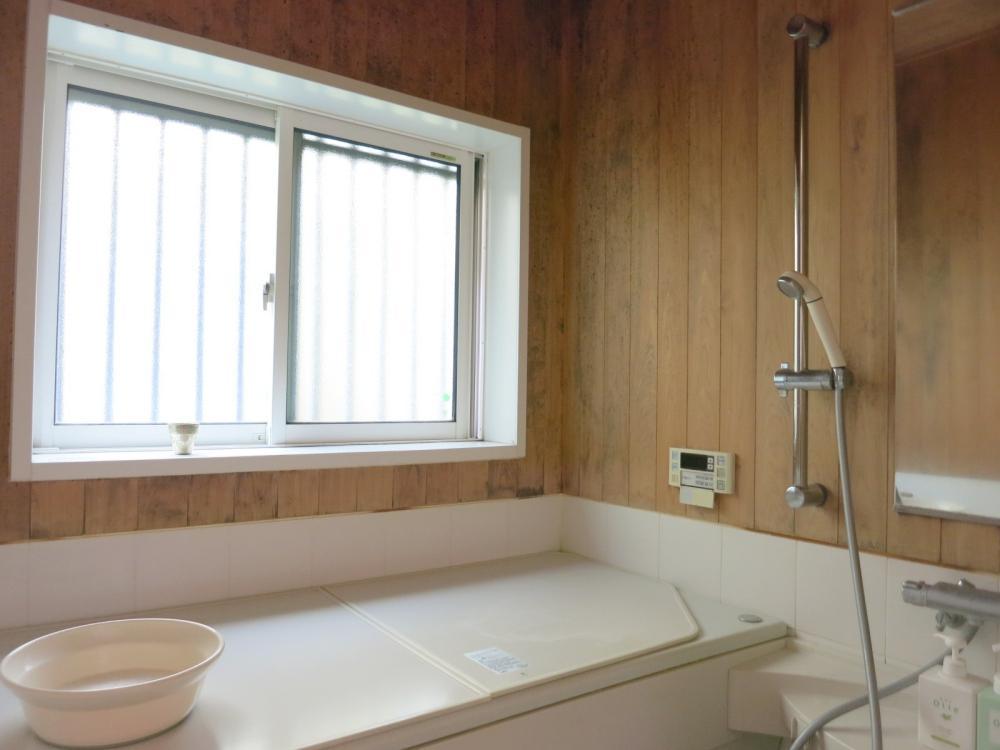 木の浴室は唯一劣化が気になる箇所かもしれません。改修はご相談ください。