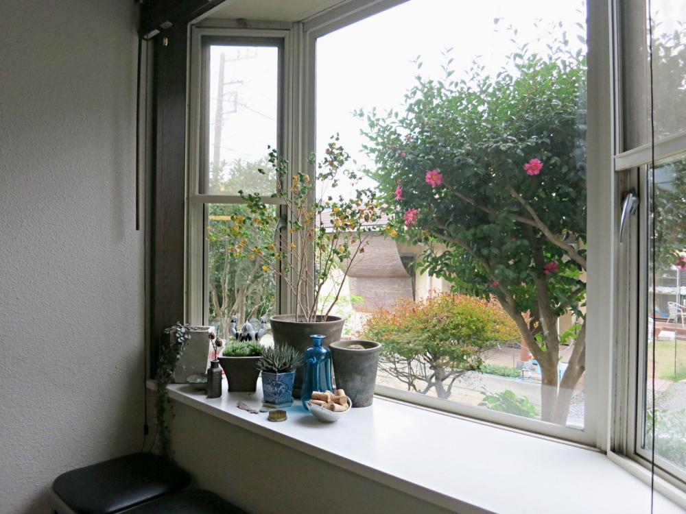ダイニング横の出窓も良い雰囲気。