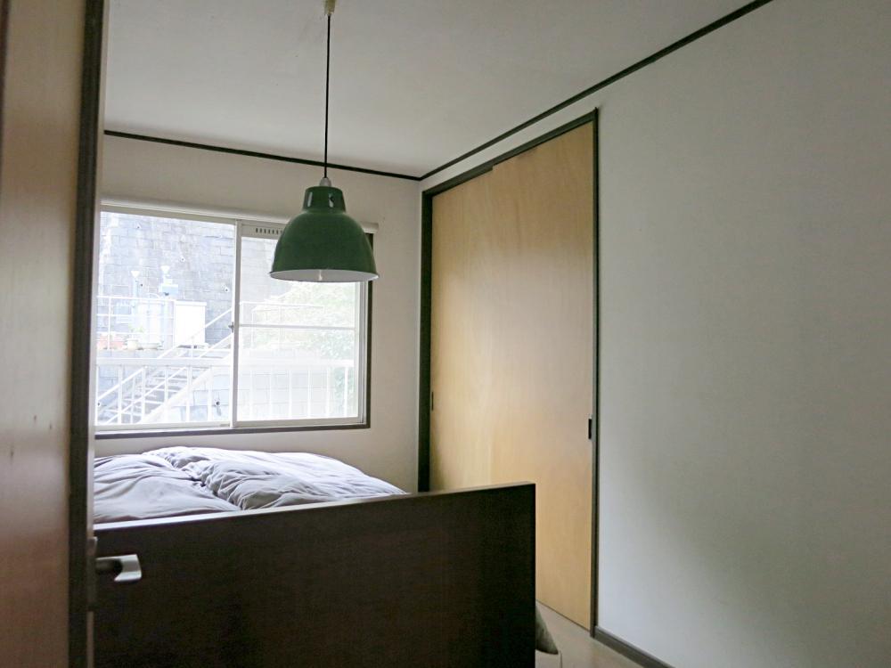 2階真ん中の洋室5.5畳。
