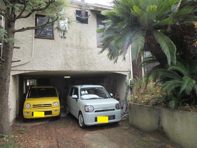 駐車スペース(車庫)。軽自動車2台は余裕