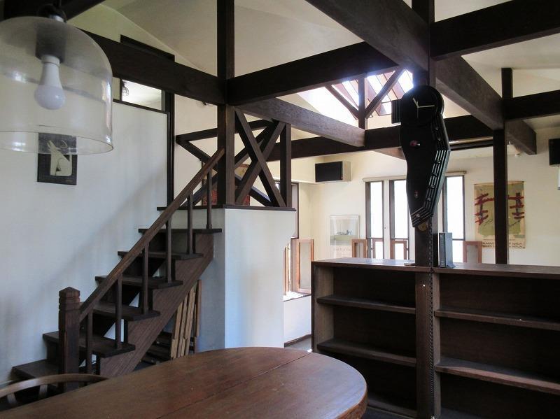 2階へ上がる階段も素敵