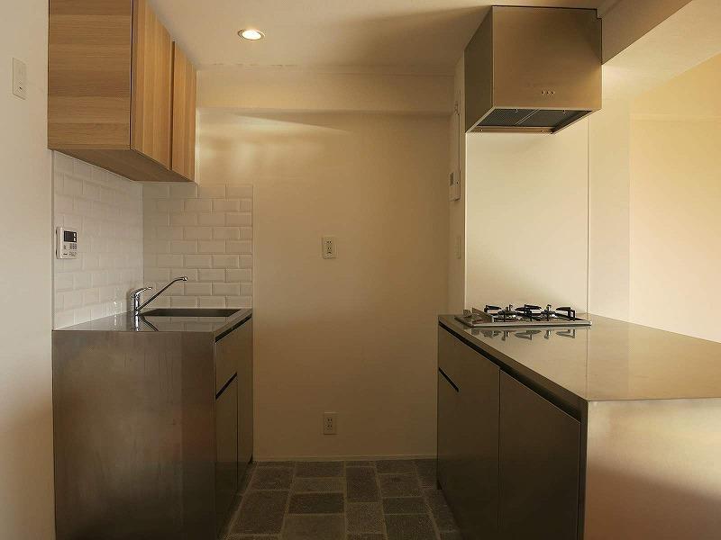 キッチンはセパレートタイプ。コンロ横のカウンターでは大人数で作業ができます。