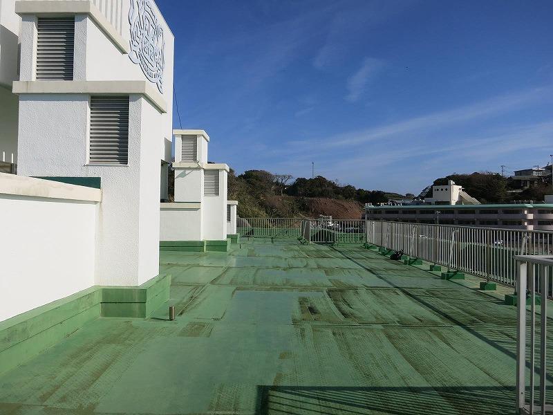屋上と言えばやっぱり緑の床!