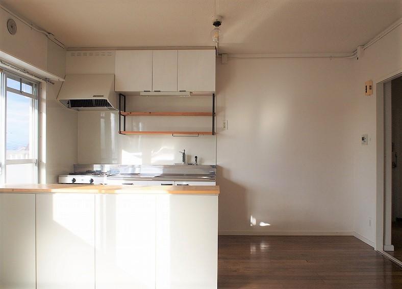 301号室 窓際のキッチンは料理がしたくなります。