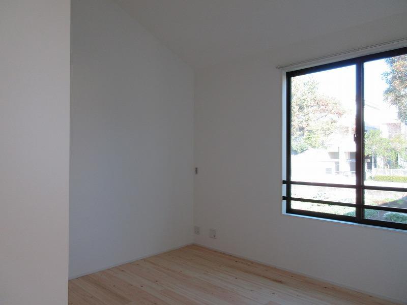 2階、畑側の洋室