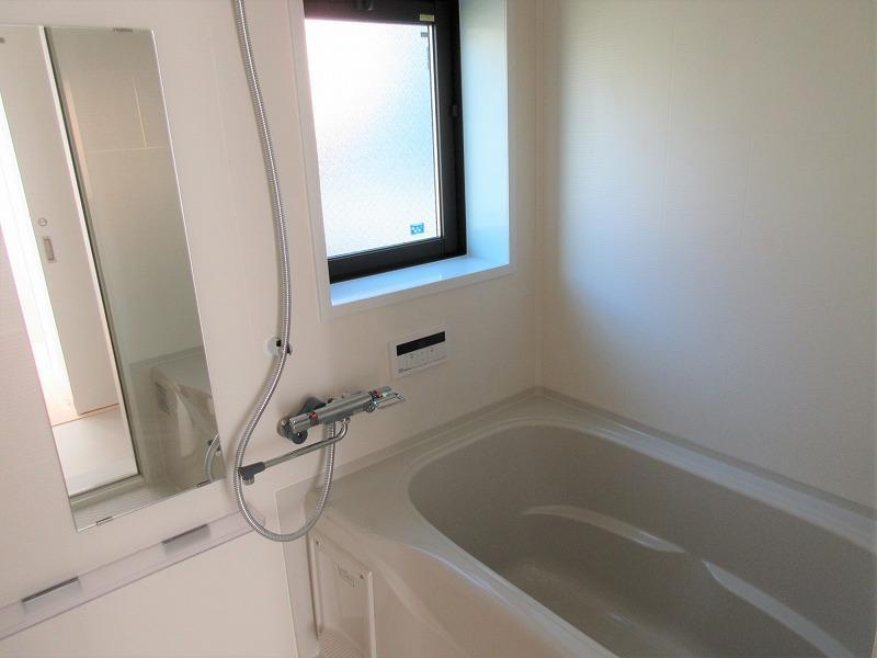 浴室には、窓もあり