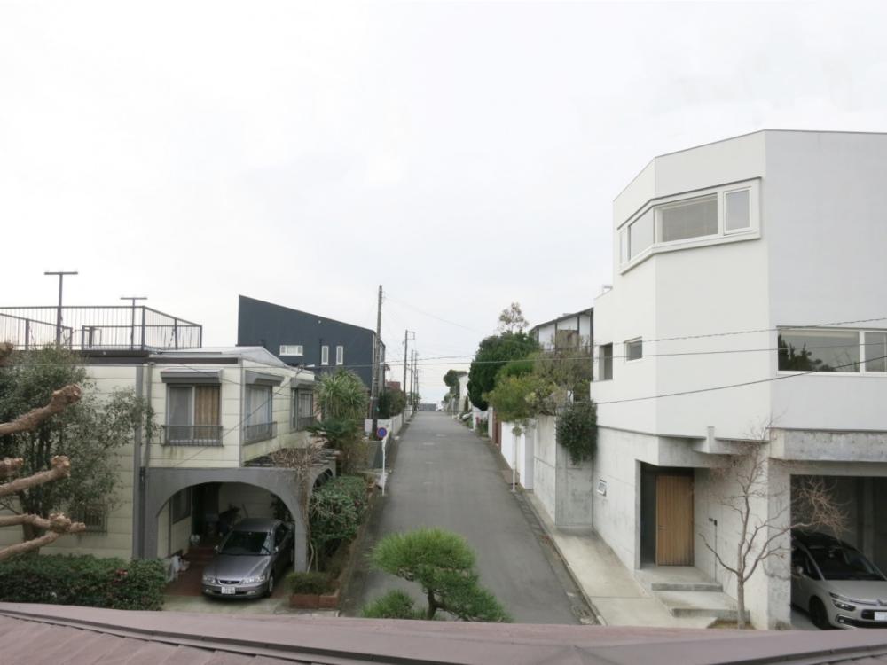 通りの突き当たりに家が在るので、見通しが良いです。