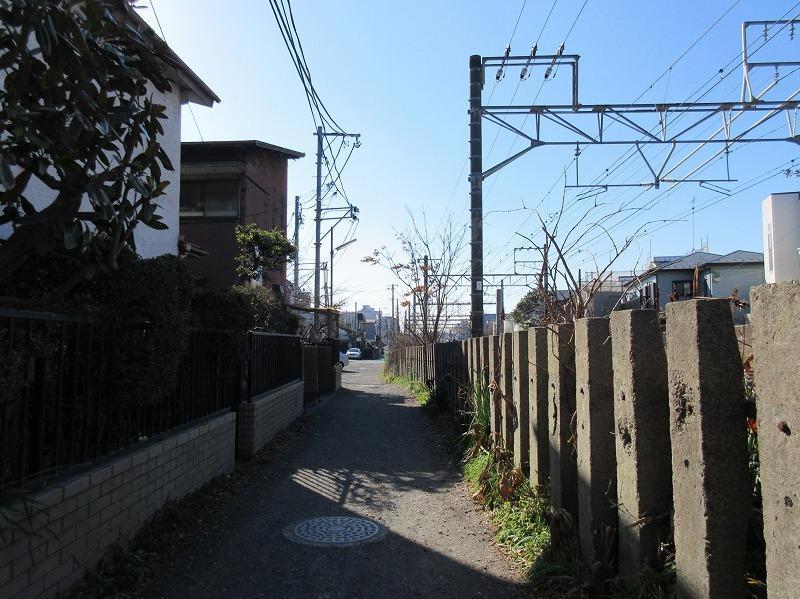 駅に向かう道。いい雰囲気
