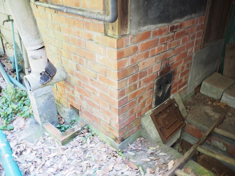 古家にあった窯焚き場。お風呂の真下です。