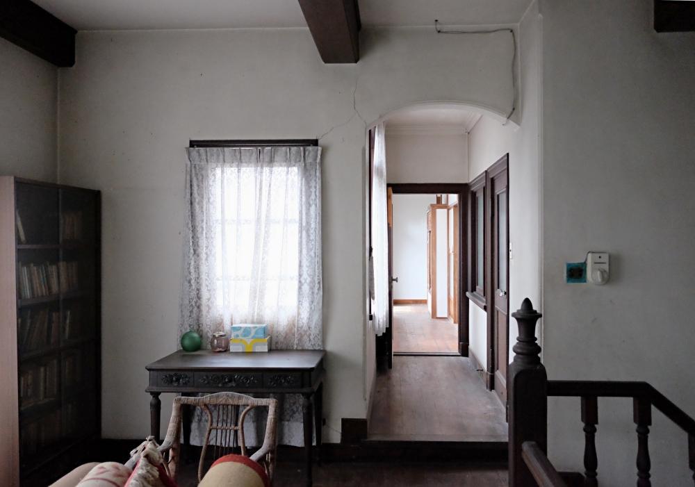 2階|ホールから廊下を見たところ