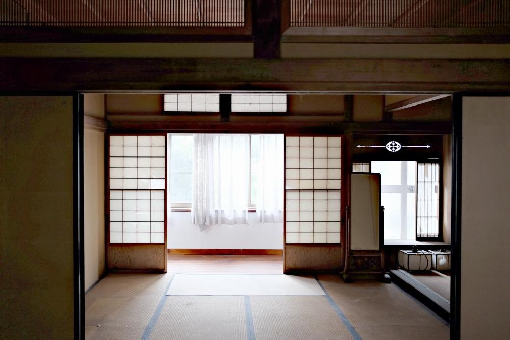 2階|客間(和室)はきれいに残っています。