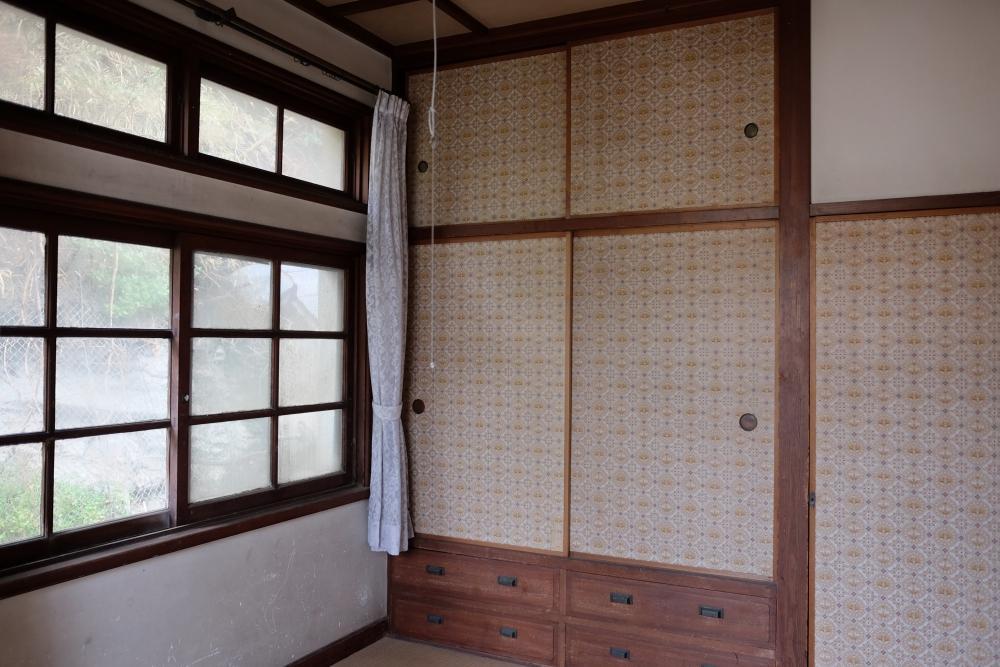 2階|西側寝室(和室)状態良いです。木製の窓もきれいでした。