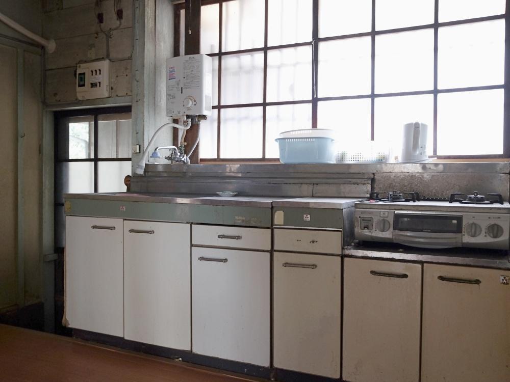 キッチンは古いタイプが残っています。