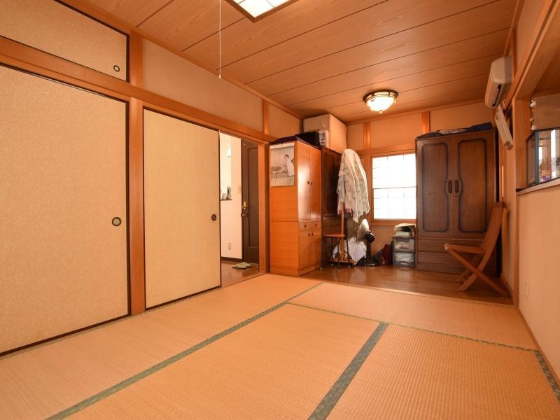 2階の和室6帖|タンス置き場がゆとりを感じさせる