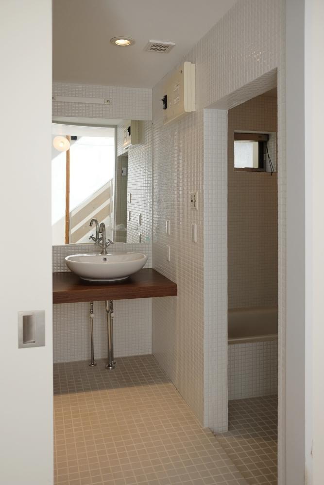 洗面とトイレと風呂は一室になっています。総タイル仕上げ。