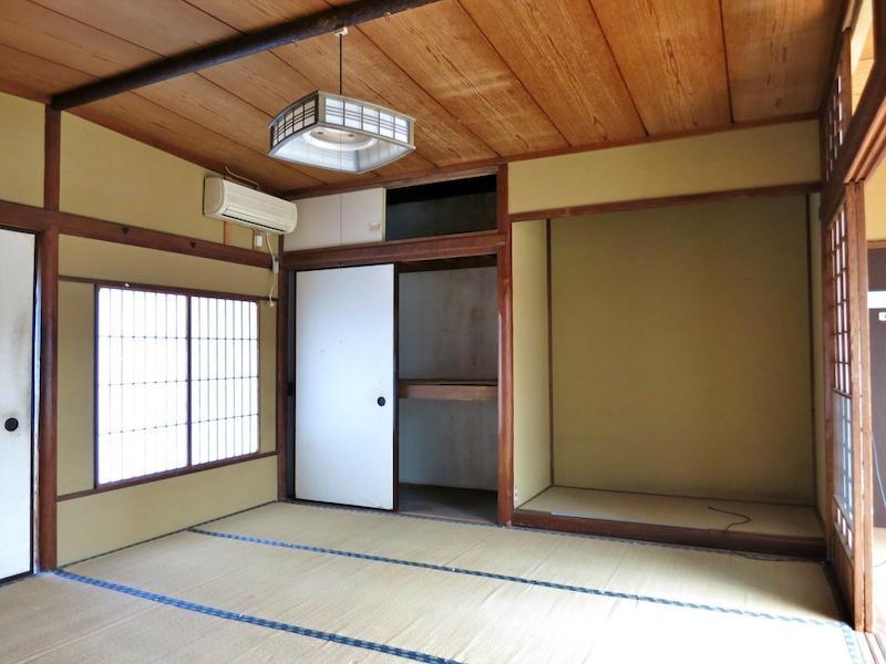 和室8畳は両方に廊下が接しているのです