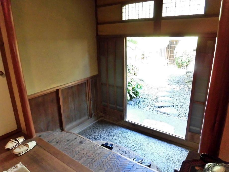 玄関の美しさが建物の品の良さを表している気がします