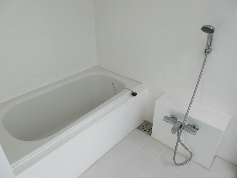 浴室は、インナーバルコニーからの日差しが心地いい