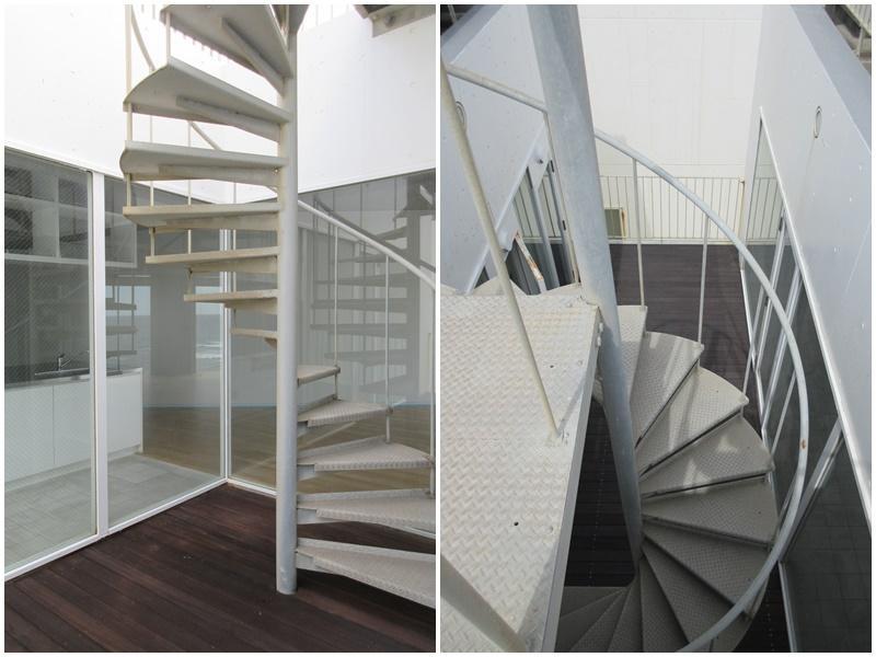 インナーバルコニー|螺旋階段でルーフバルコニーへ