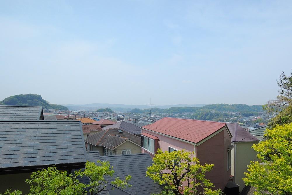 ベランダからの眺望。天気が良いと富士山が見えます