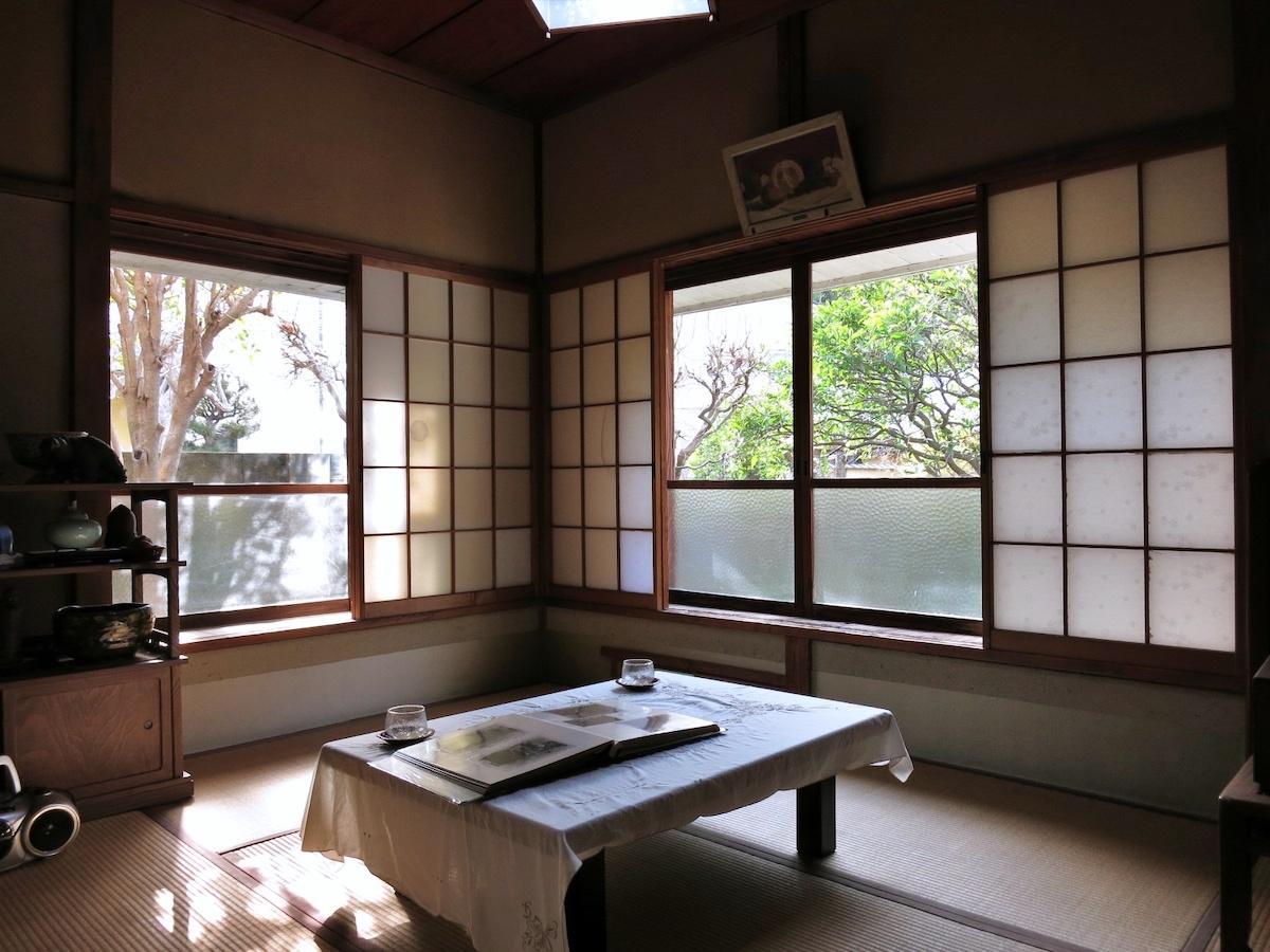 室内は古き良き日本家屋の風情が漂います