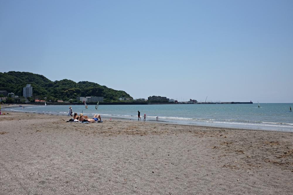 目の前のビーチ(葉山方面)日常的なビーチクリーンのおかげでいつ来ても浜がきれい
