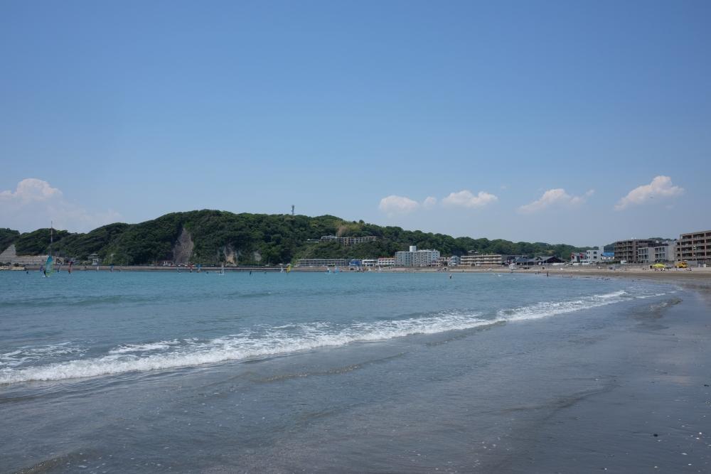 目の前のビーチ(逗子方面)日常的なビーチクリーンのおかげでいつ来ても浜がきれい