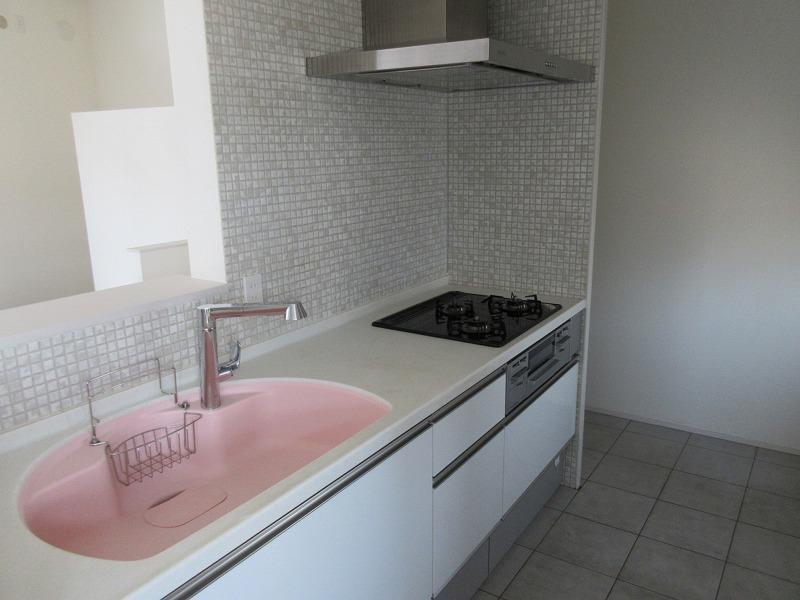 B区画|キッチン。こちらはピンク