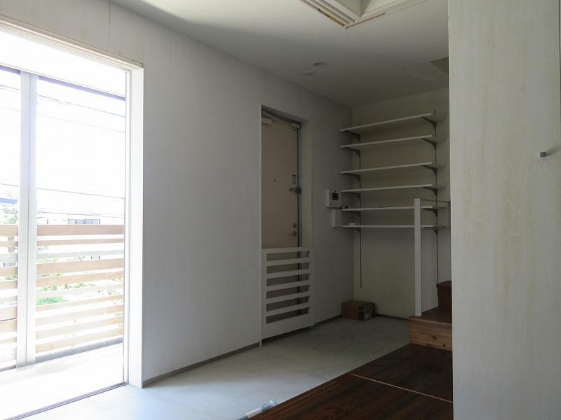 B区画|玄関の土間。玄関ドアにはドッグゲートもついていて安心