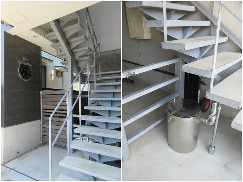 共用の階段(エレベーターなし)