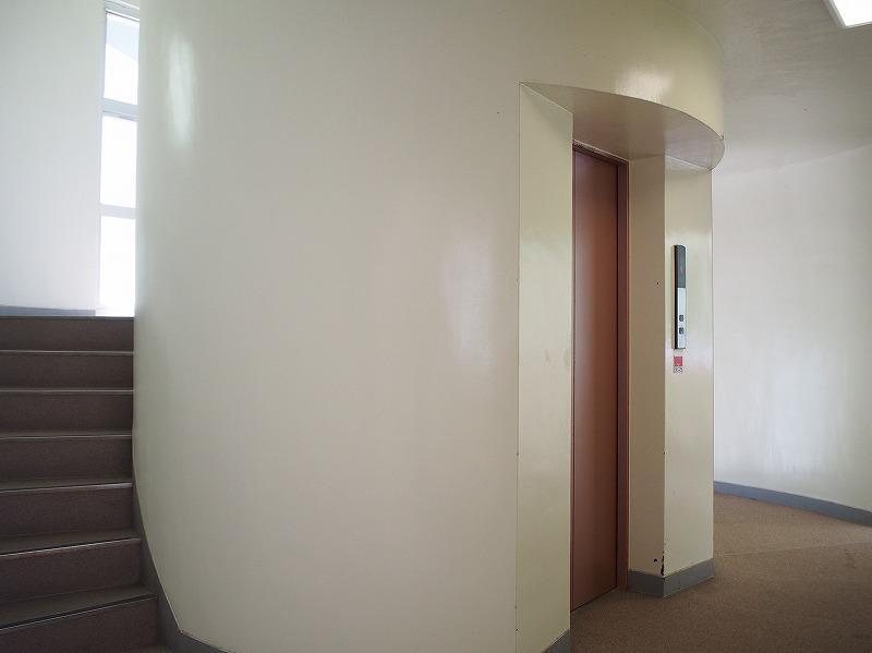 エレベーター、階段ホールはモダンでカッコいい!