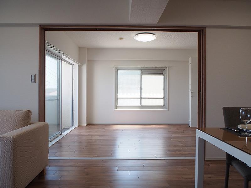 西側の個室は角部屋の為2方向窓。