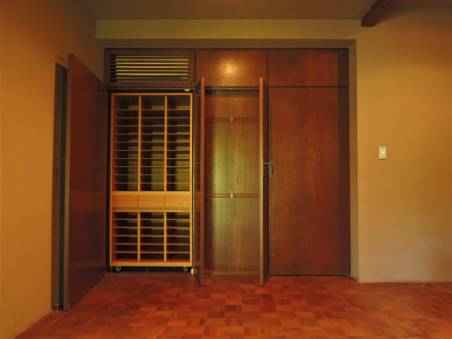 1階|洋室。ヴィンテージのシャツやネクタイを華麗に並べたい。