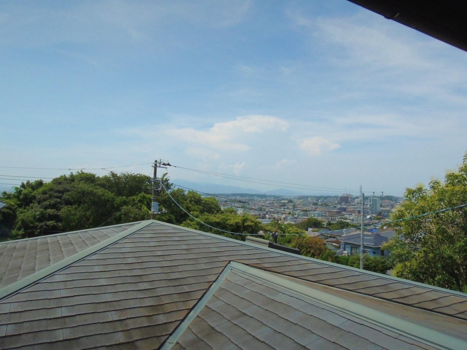 2階|バルコニーより。片瀬山の分譲地にあり、高台につき眺望良好です。