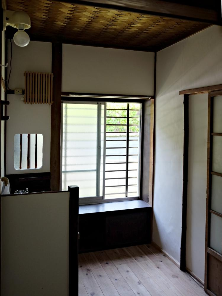 無垢の杉床が気持ち良い脱衣室。