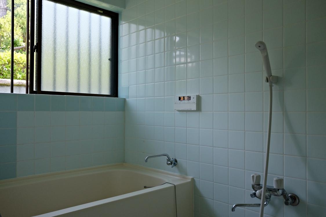 タイル貼のお風呂。とてもきれいです。