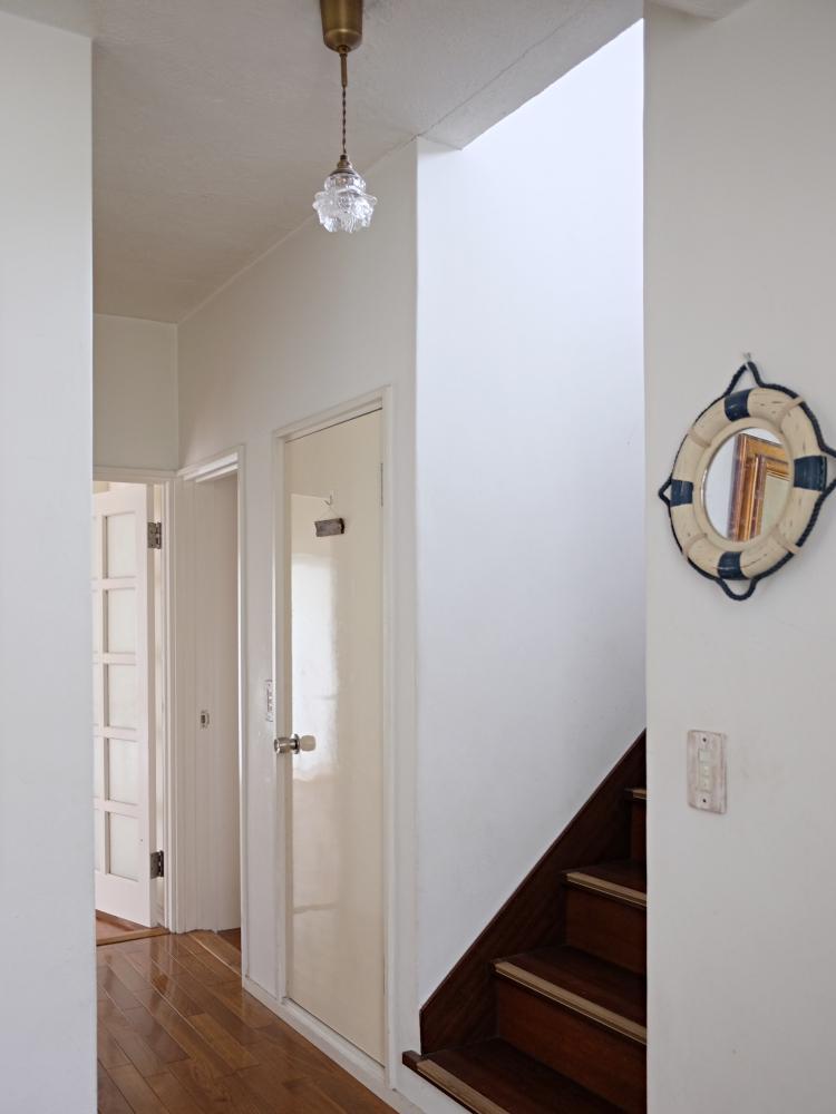 玄関からつながる廊下。
